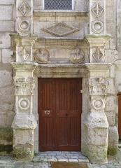 Maison dite Maison Saint-Simon - Français:   Porte principale de l\'Hôtel Saint-Simon (XVIe siècle), Angoulême, Charente, France.