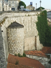 Remparts - English: City wall of Angoulême (Charente, SW France), near the market hall