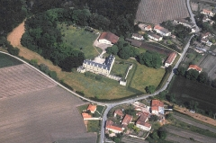Château - This building is indexed in the Base Mérimée, a database of architectural heritage maintained by the French Ministry of Culture,under the reference PA00104231 .