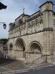 Eglise Saint-Jacques - Français:   Façade de l\'église Saint-Jacques (XIIe siècle), Aubeterre-sur-Dronne, Charente, France.