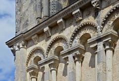 Eglise Saint-Jacques - Français:   Détails de la façade (premier étage, partie gauche) de l\'église d\'Aubeterre, Charente, France.