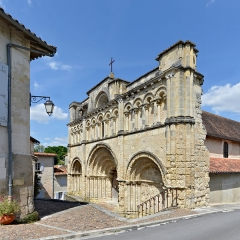 Eglise Saint-Jacques - Français:   Façade de l\'église Saint-Jacques (XIIe siècle) d\'Aubeterre, Charente, France
