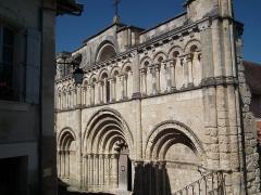 Eglise Saint-Jacques - Français:   Façade de l\'église Saint-Jacques d\'Aubeterre