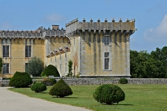 Château Chesnel - Français:   Aile et tour droites du Château Chesnel, Cherves-Richemont, Charente, France.