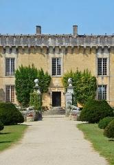 Château Chesnel - Français:   Entrée principale du Château Chesnel, Cherves-Richemont, Charente, France.