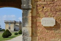 Château Chesnel - Français:   Plaque du porche, Château Chesnel, Cherves-Richemont, Charente, France.