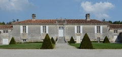 Logis de Boussac - Français:   Façade du logis de Boussac (XVIIe-XVIIIe siècles), Cherves-Richemont, Charente, France.