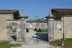Logis de Boussac - Français:   Grilles d\'entrée du logis de Boussac (XVIIe-XVIIIe siècles), Cherves-Richemont, Charente, France.