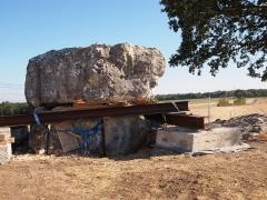 Dolmen de la Folatière - Dolmen de la Folatière, à Luxé en Charente (classé, 1957), en cours de fouilles