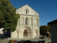 Eglise Saint-Denis - English: church of Montmoreau, Charente, SW France