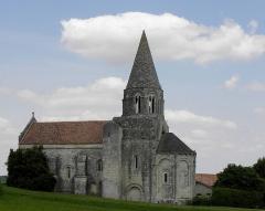 Eglise Saint-Cybard - Église Saint-Cybard de Plassac, commune de Plassac-Rouffiac (16). Vue méridionale.
