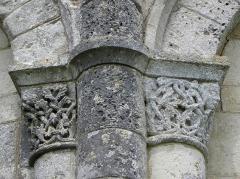Eglise Saint-Cybard - Église Saint-Cybard de Plassac, commune de Plassac-Rouffiac (16). Chapiteaux.
