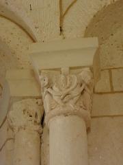 Eglise Saint-Cybard - Intérieur de l'église Saint-Cybard de Plassac, commune de Plassac-Rouffiac (16). Chapiteaux.