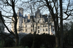 Pont dit du Château de La Rochefoucauld - This building is indexed in the Base Mérimée, a database of architectural heritage maintained by the French Ministry of Culture,under the reference PA00104471 .