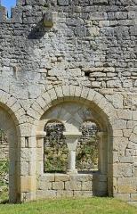 Prieuré Saint-Jean-Baptiste - Français:   Arcades en rénovation (ancien cloître), prieuré de Ronsenac, Charente, France.