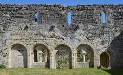 Prieuré Saint-Jean-Baptiste - Français:   Mur et arcades de l\'ancien cloître, prieuré de Ronsenac, Charente, France.
