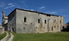 Prieuré Saint-Jean-Baptiste - Français:   Façade sud du prieuré de Ronsenac, Charente, France.