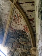 Ruines du château - Deutsch:   Schlossruine in Saint Germain de Confolens, Charente, Frankreich. Deckengewölbe im Turm