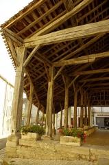 Halles - Français:   Halle de marché de Villebois-Lavalette, Charente