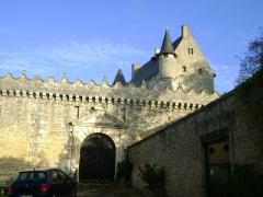 Château - Français:   Château de Vouzan, Charente. Entrée principale du château.