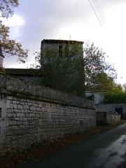 Château - Français:   Château de Vouzan, Charente. Le clocher de la chapelle.
