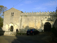 Château - Français:   Château de Vouzan, Charente. Façade de la chapelle et entrée du château.
