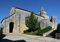 Eglise Saint-Maxime - Français:   Église (XIIe et XVIIe-XVIIIe) de Saint-Même-les-Carrières, vue sud-ouest, Charente, France.