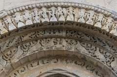 Eglise Notre-Dame - English: Close up of the archivolte of the romanesque church