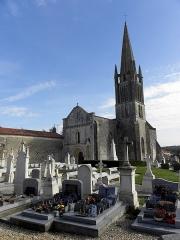 Eglise de la Trinité - Français:   Église Saint-Sauveur de Bignay (17). Clocher et façade occidentale.