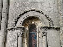 Eglise Saint-Vivien - Français:   Fenêtre de l\'église Saint-Vivien de Bords (Charente-Maritime)