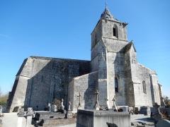 Eglise Saint-Pierre - Français:   La façade sud-ouest de l\'église Saint Pierre de Champdolent (Charente-Maritime, France).