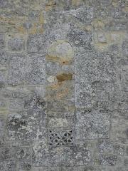 Eglise Notre-Dame - Français:   Église Notre-Dame-de-l\'Assomption de Fenioux (17). Costale nord de la nef. Fenêtre obstruée.