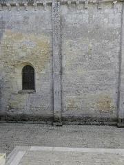 Eglise Notre-Dame - Français:   Église Notre-Dame-de-l\'Assomption de Fenioux (17).Costale nord de la nef.