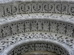 Eglise Notre-Dame - Français:   Église Notre-Dame-de-l\'Assomption de Fenioux (17). Voussures du portail nord.