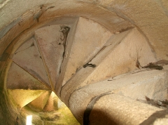 Lanterne des morts - Deutsch: Lanterne des morts de Fenioux (Classé), l'éscalier
