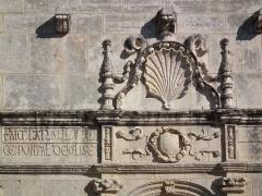Eglise Saint-Martin - Français:   Détail de la façade de l\'église de Fontaine-d\'Ozillac