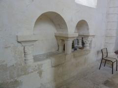 Eglise Saint-Barthélémy - English: Grandjean (Charente-Maritime) église, niche sculptée dans la choeur