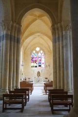 Eglise Saint-Symphorien - Français:   Nef de l\'église Saint-Symphorien Haimps Charente-Maritime France