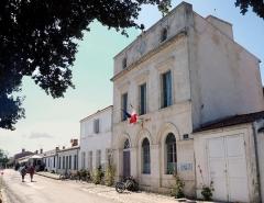 Hôtel de ville et bâtiments voisins appartenant à la commune - Français:   Île-d\'Aix, La mairie fr:Charente-Maritime, France