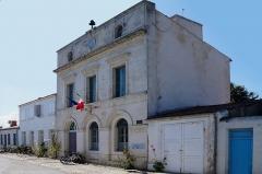 Hôtel de ville et bâtiments voisins appartenant à la commune - French photographer and Wikimedian