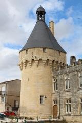 Château - Français:   Une des tours du château de Jonzac (côté mairie), Charente-Maritime, Poitou-Charentes, France.