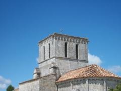 Eglise Saint-Pierre - Français:   L\'eglise de Lussant, en Charente-Maritime