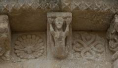 Eglise Saint-Sulpice - English: Romanesque corbel at church Saint-Sulpitius, Marignac, Charente-Maritime, France