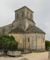 Eglise Saint-Sulpice - English: Saint Sulpicius church in Marignac, the Apse, Charente-Maritime, France