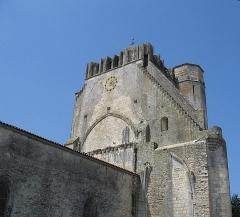 Eglise Saint-Pierre£ -  Église Saint-Pierre (XIVe-XVe siècles) à Marsilly (Charente-Maritime)