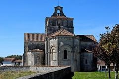 Eglise Saint-Pierre de Marestay - Deutsch: St.-Pierre-de-Marestay, Chorgesims, Kragsteine