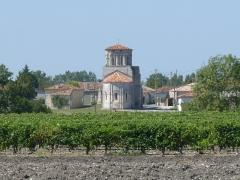 Eglise Saint-Martin - Français:   Le bourg et l\'église de Moings, Charente-Maritime, France
