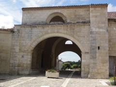 Ancien hôpital des Pèlerins - English:   Pons (Charente-Maritime) ancien hôpital des pèlerins, porche
