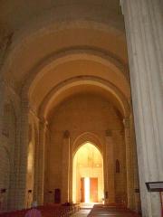 Eglise Saint-Pierre -  La nef romane de l'église de Pont-l'Abbé-d'Arnoult.