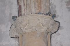 Eglise Saint-Vincent - Français:   Chapiteau armorié de la nef de l\'église Saint-Vincent de Réaux, Charente-Maritime, Poitou-Charente, France.